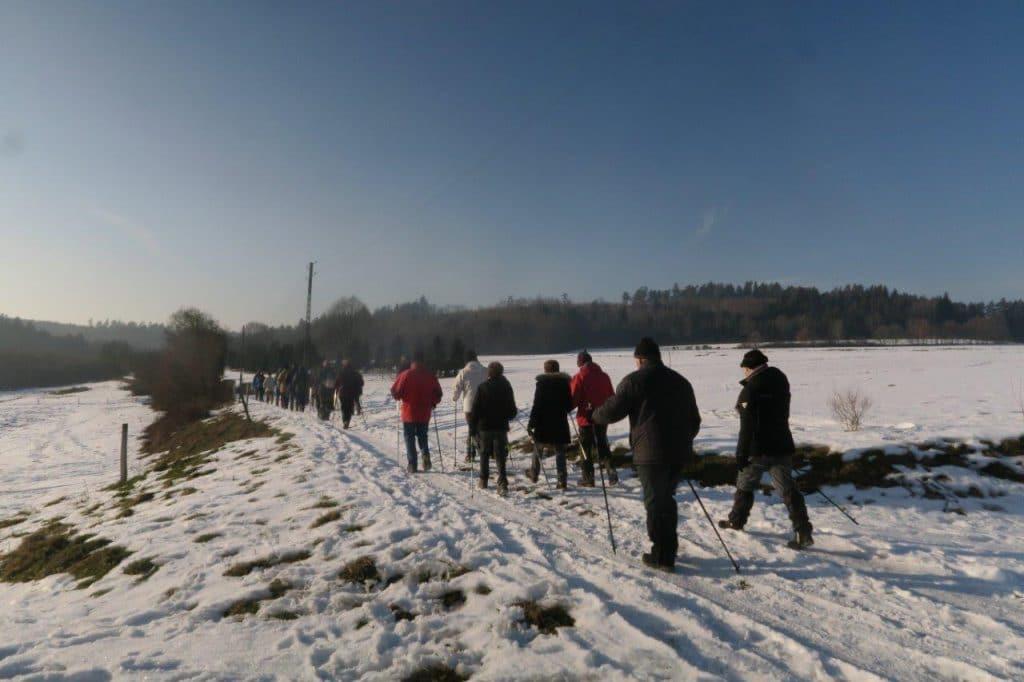 Les marcheurs dans la neige