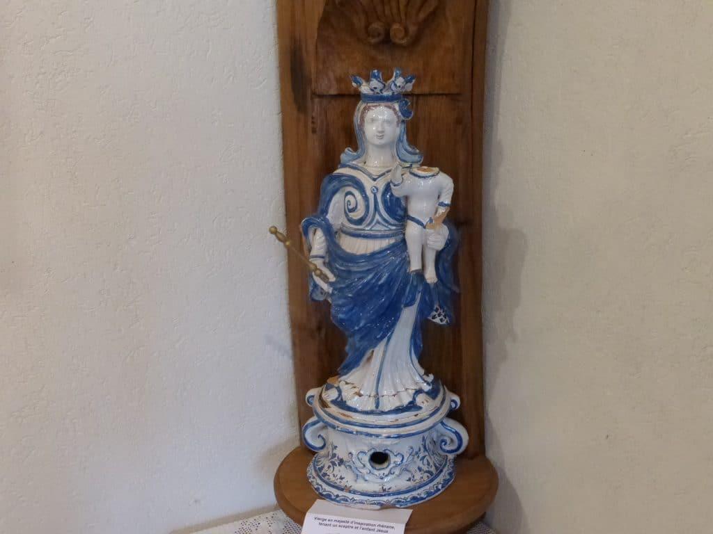 Photo d'une des statues Sainte Libaire