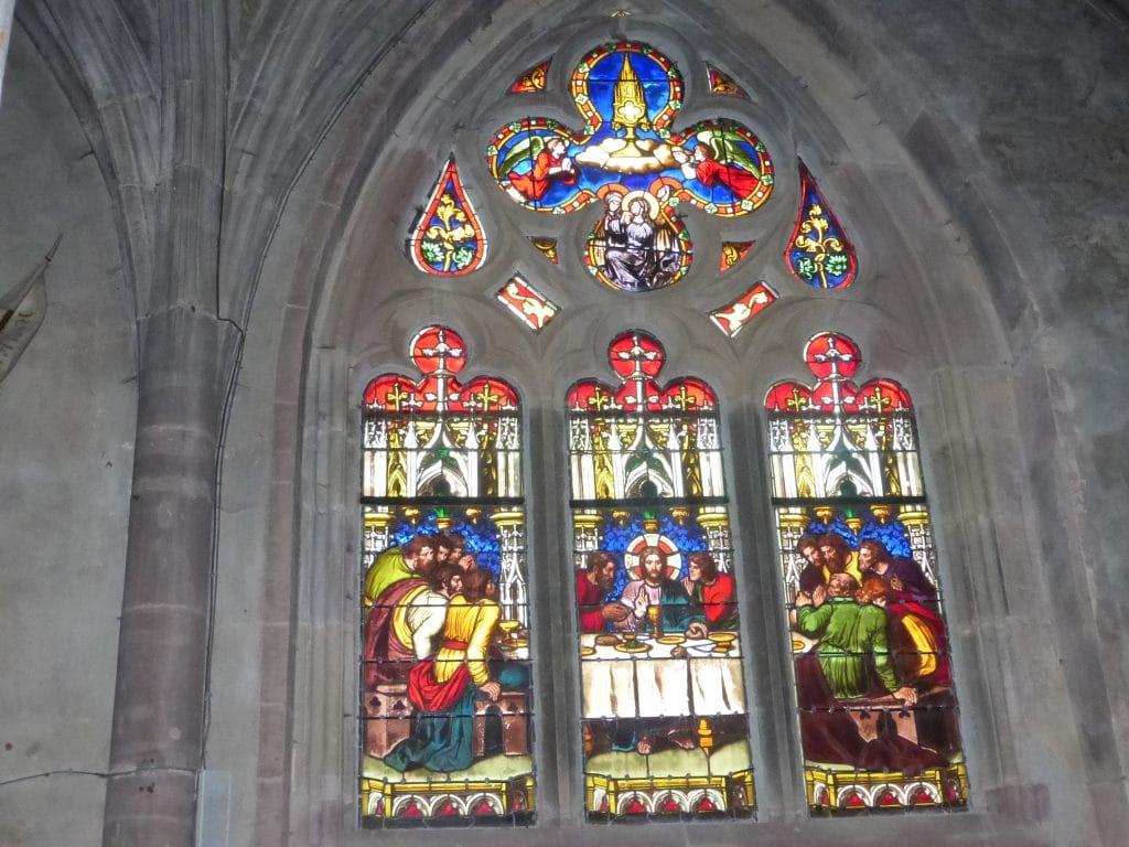 Photo d'un vitrail de l'église