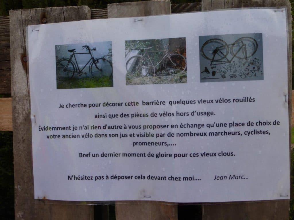 Affiche sur la palissade le long de la voix verte à Saint-Léonard