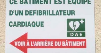 Panneau signalétique du DAE