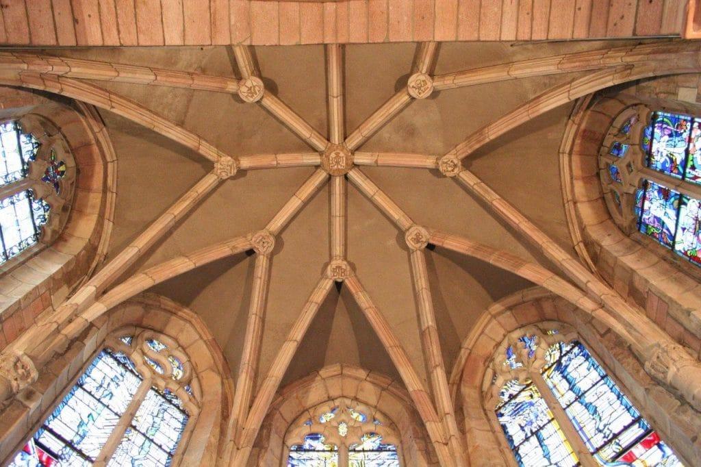 Photo de la cvlé de voûte de l'abside de l'abbaye d'Etival