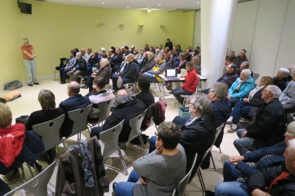 Photo des participants pendant la présentation du diaporama