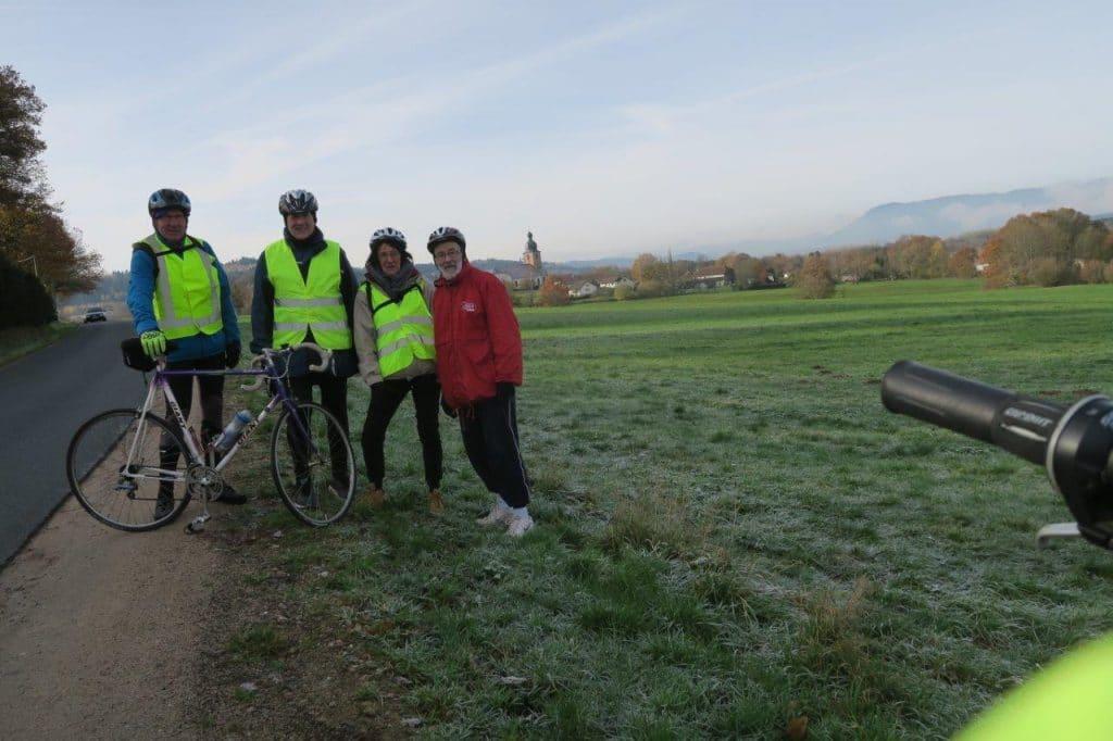 Le groupe des cyclistes entre Combrimont et Bertrimoutier