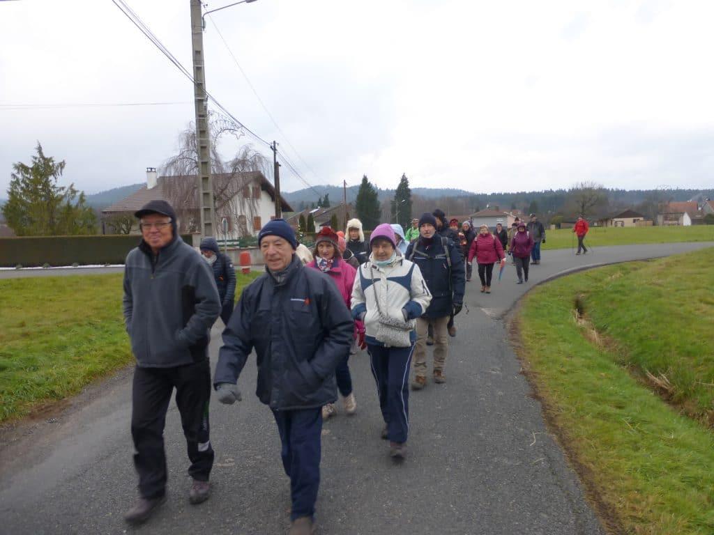 Les marcheurs à la sortie de la Bourgonce