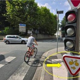 Tourner à droite en vélo à un feu rouge-Signalisation