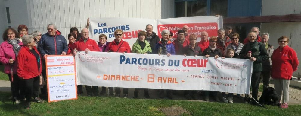 Photo du groupe avec les banderoles de la Fédération Française de Cardiologie