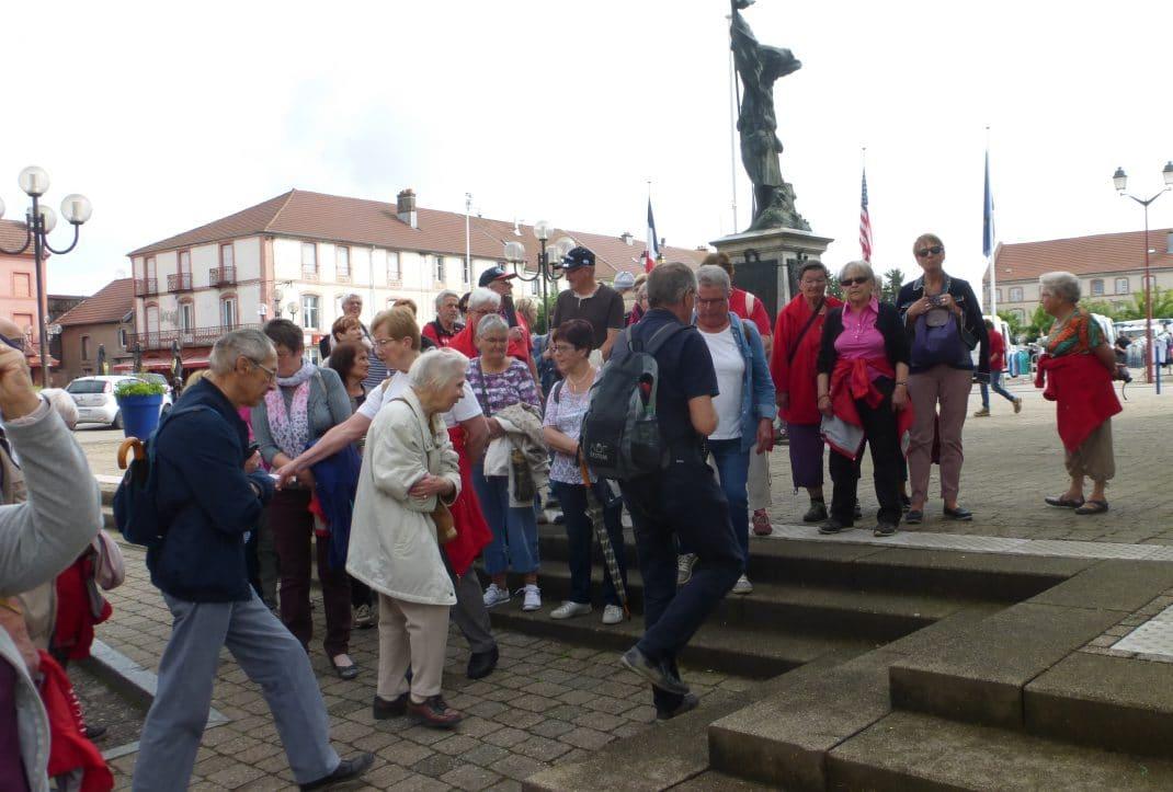 A l'Esplanade du Souvenir : Monument aux morts de 14 - 18