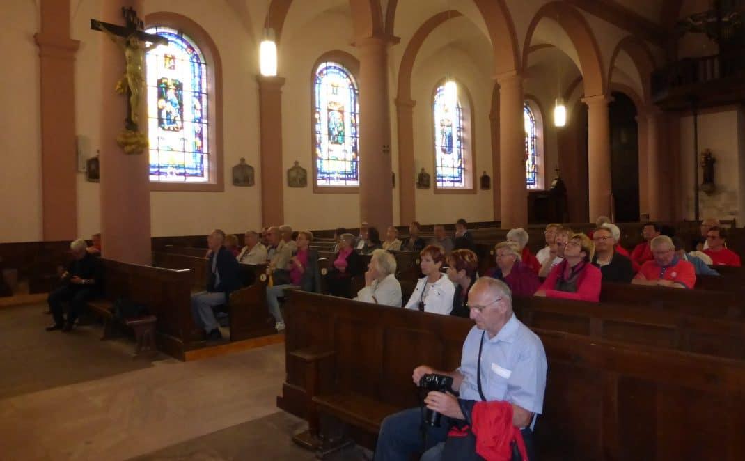 Le groupe dans l'Eglise Notre Dame de l'Assomption