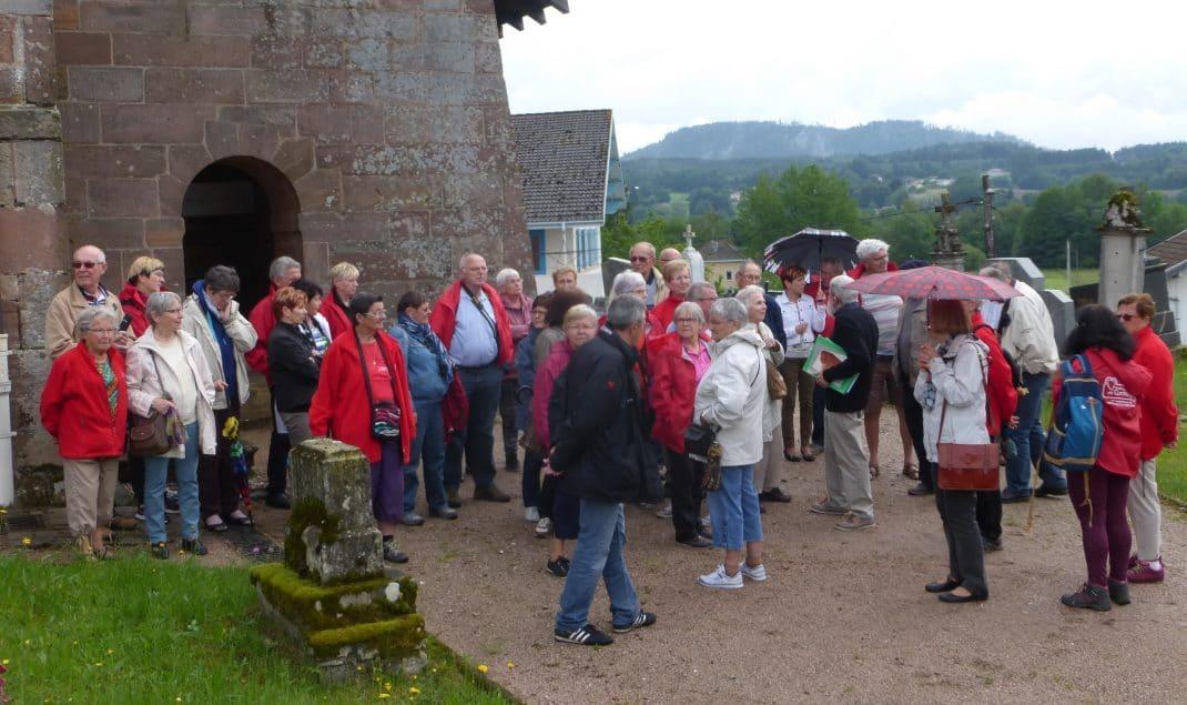 L'accueil devant l'Eglise romane de Champ-le-Duc
