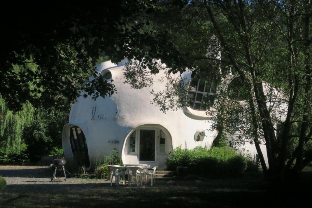 Photo d'une des maions bulles construite par Haussermann
