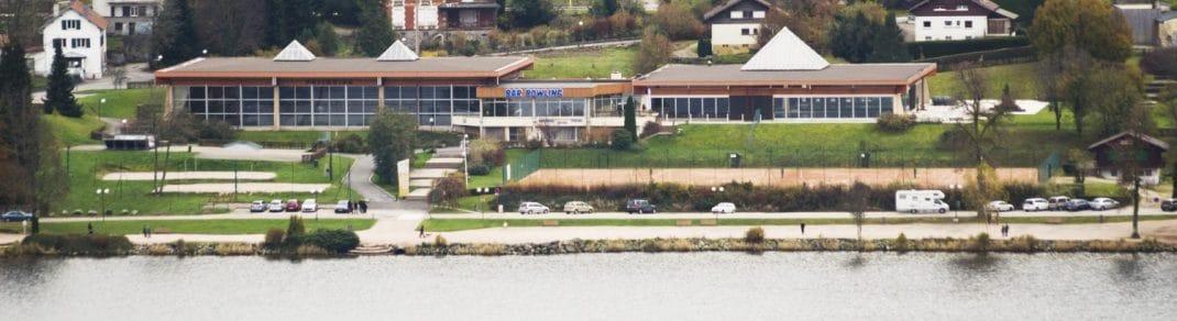 Photo de la piscine située au bord du lac de Gérardmer