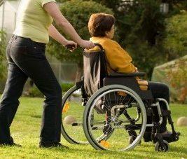 photo d'une personne en fauteuil roulant