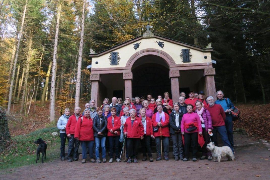 Le groupe sur les marches de la chapelle