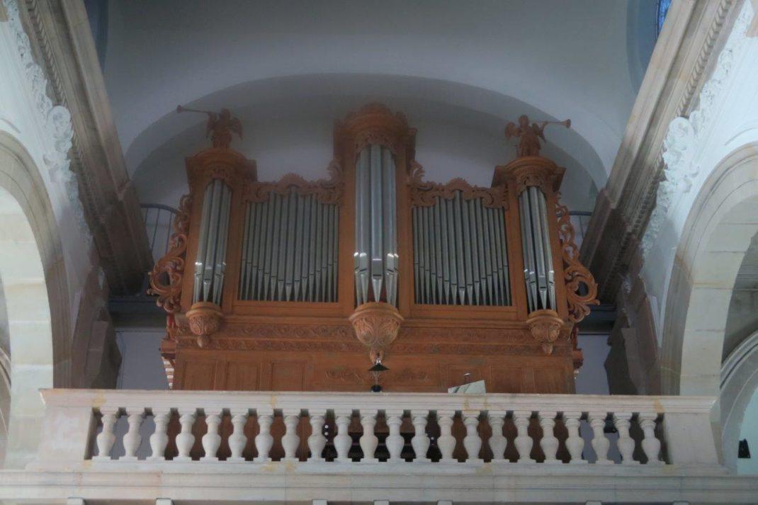 L'orgue à la tribune de l'église de Fraize
