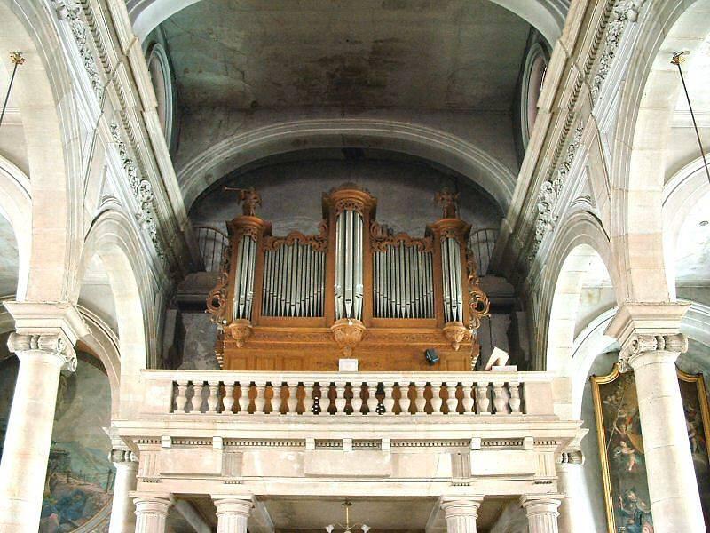 Photo de l'otrgue installé dans la tribune de l'église