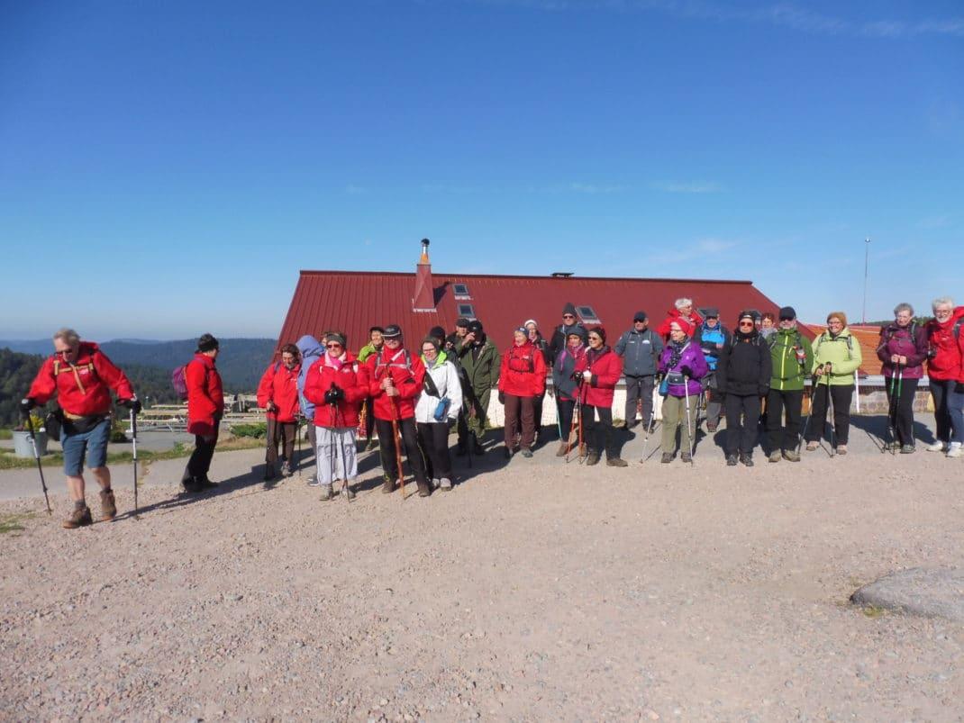 Photo du groupe au départ de la ferm auberge