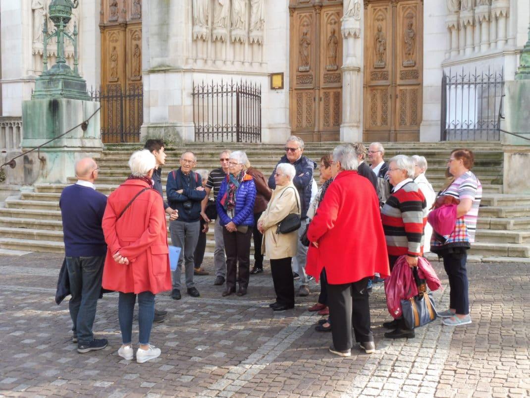 photo du groupe sur le parvis de la Basilique