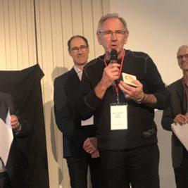 Discours de remerciement de Michel Antoine, tenant sa médaille.