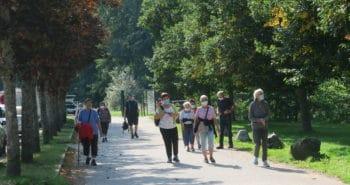Photo du groupe en promenade sur une partie du circuit