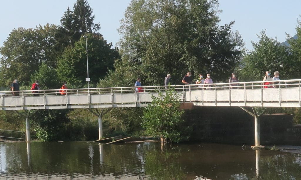 Photo du groupe sur la passerelle de la Vanne de Pierre