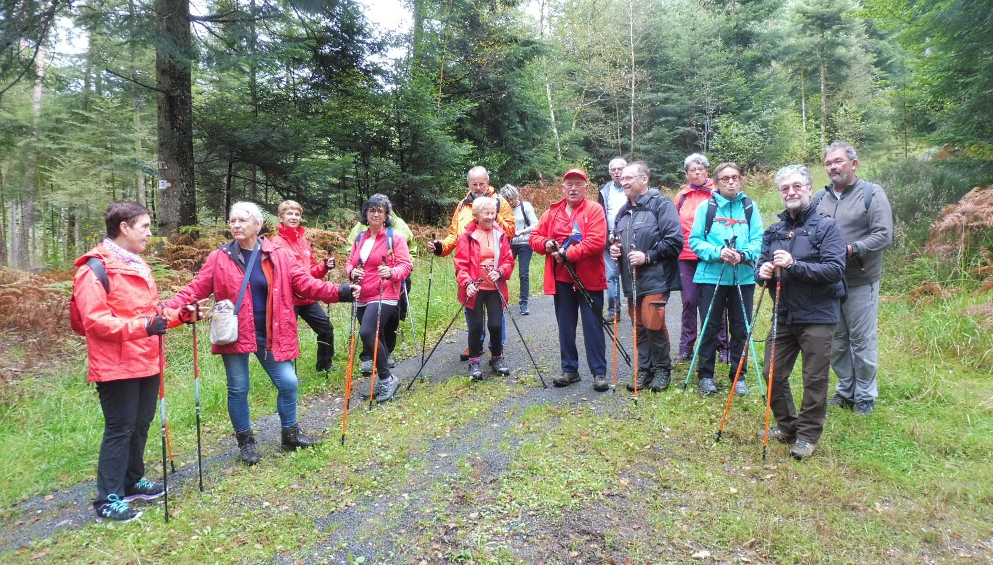 Photo du groupe en pause à la sortie du 4 octobre