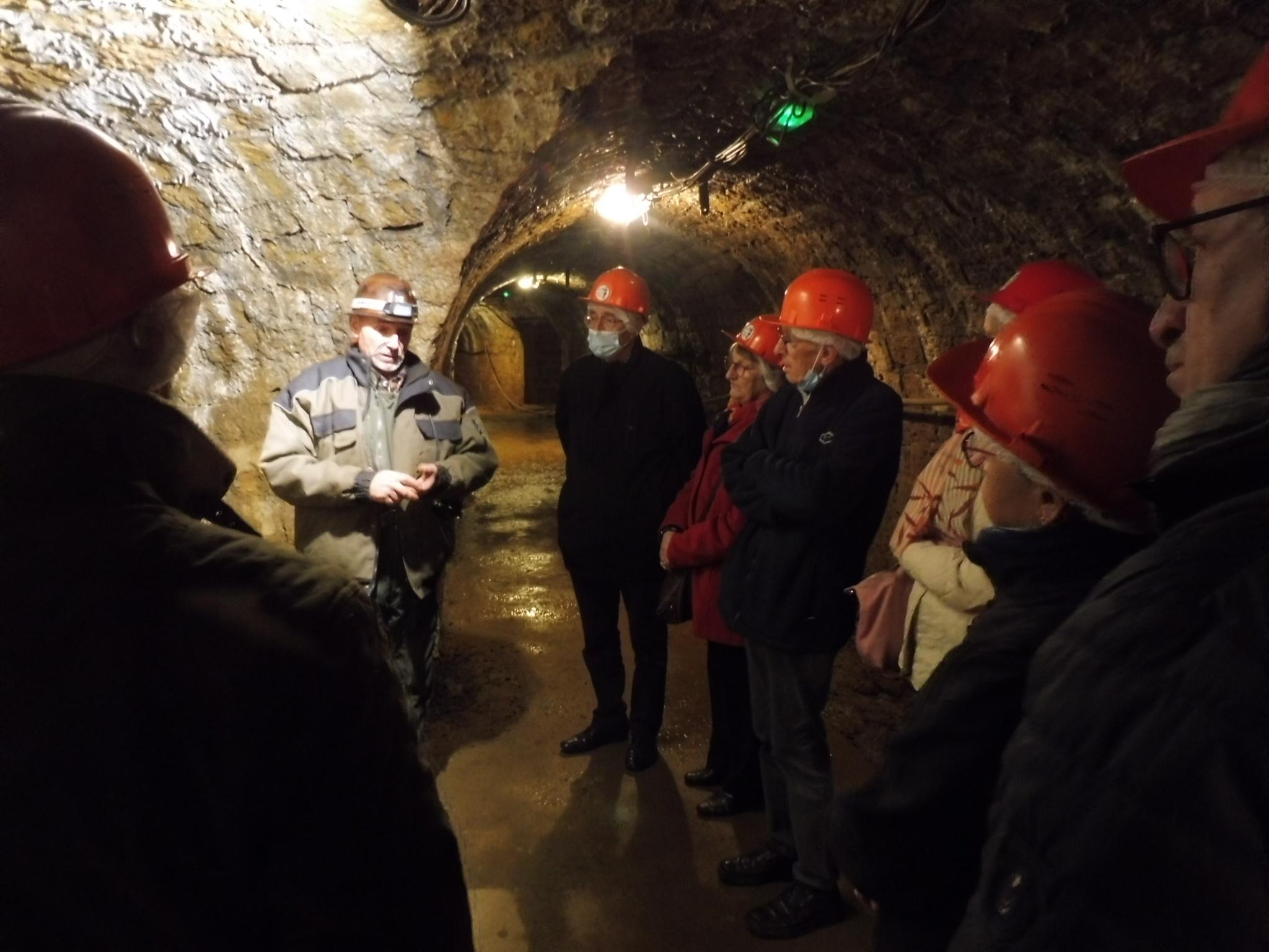 Un groupe très attentif aux commentaire du guide